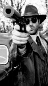 6- Homme au pistolet